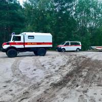 Fahrzeuge an der Einsatzstelle am Heye-See bei Husum im Landkreis Nienburg